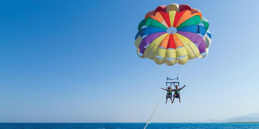Safeguard measures to take while doing parasailing